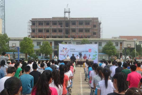 机械工程学院大学生暑期社会实践团队赴凤台县开展爱心捐助活动