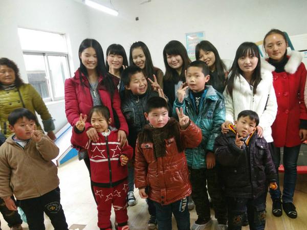 """经管学院志愿者走进淮南市""""红雨伞""""特教中心"""