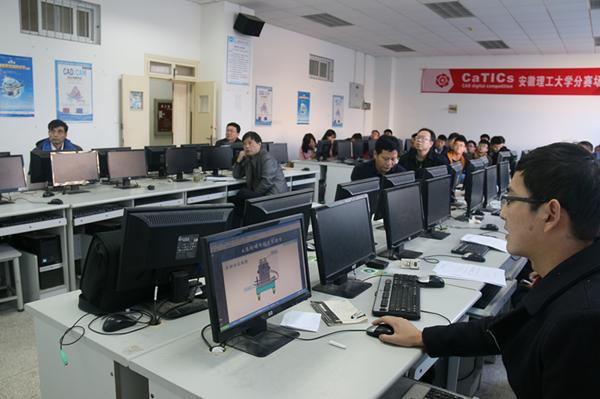 报告会场(摄影:程高新)-机械学院开展2015级专业学位研究生专业图片